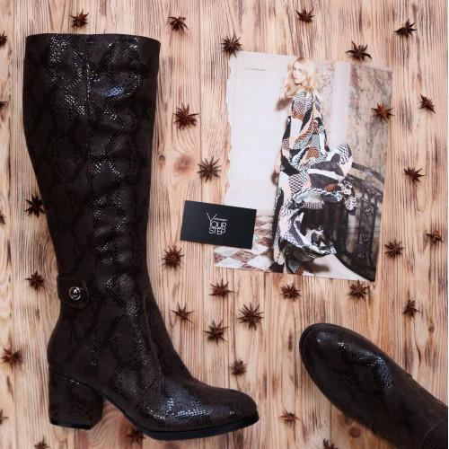 Сапоги из нубука цвета темный шоколад с принтом под питон на обтяжном каблуке с фурнитурой Арт. 605-2Ok-3326(2)
