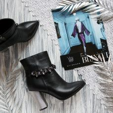 Ботинки из черной кожи с фурнитурой на серебряном каблуке Арт. 35-10/42Ser-3647