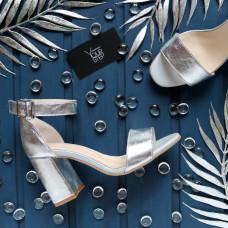 Босоножки из кожи цвета серебро с обтяжным каблуком Арт. 853-3/48Ок
