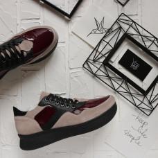 Кроссовки бежевого цвета с вставками из бордового лака и черной кожи  Арт. Om-1