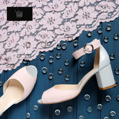 Босоножки из кожи цвета пудра с серой пяткой на низком каблуке Арт. 605-5/45Ок