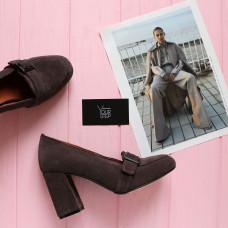 Туфли из замши цвета какао с фурнитурой и обтяжным каблуком Арт. 853-5/48Ок