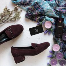 Туфли из замши цвета баклажан с фурнитурой на низком каблуке Арт. 456-3/53Ok-2578