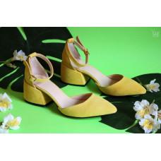 Босоножки из  замши цвета лимон на обтяжном каблуке с острым носиком Арт. 657-4/w324Ок