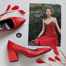 Туфли из красной кожи на обтяжном каблуке с принтом под питон с острым носиком Арт. 657-1/47Ok
