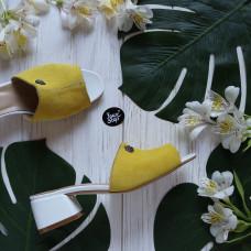 Мюли из желтой замши на белом лаковом низком каблуке Арт. 456-2/53Ок