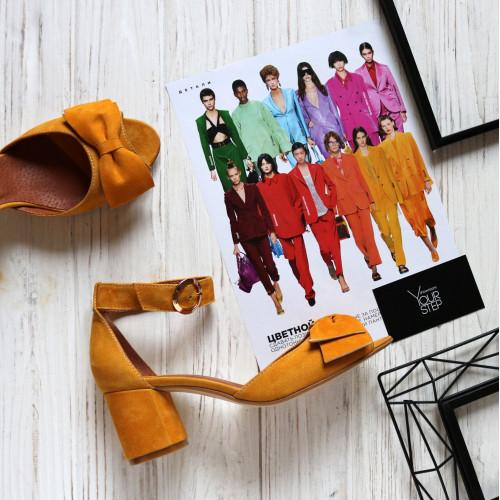 Босоножки из велюра горчичного цвета с бантом на низком каблуке Арт. 605-5/45Ок-Бант
