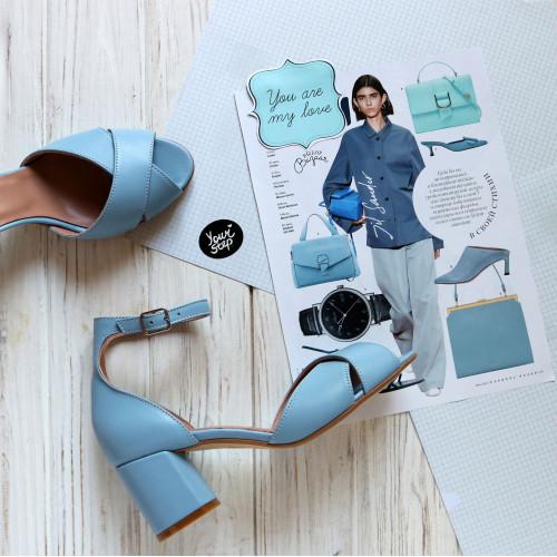 Босоножки из кожи голубого цвета на низком каблуке Арт. 605-10/45Ок