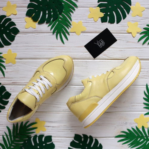 Кроссовки из кожи цвета лимон с лаковыми вставками Арт. 15-2
