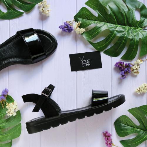 Босоножки черного цвета из лака и замши Арт. 10-5
