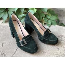 Туфли из зеленой замши с фурнитурой и обтяжным каблуком Арт. 853-5/48Ок